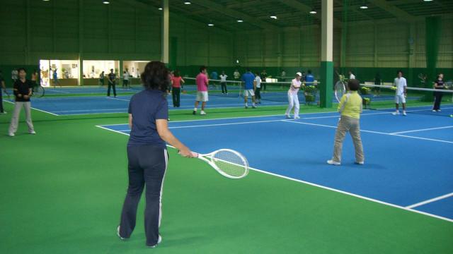 テニス好きの社交場 会員制テニスクラブも!